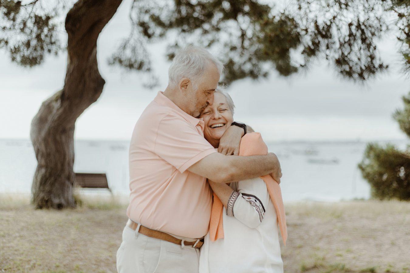 Séance photo intergenérationnelle en famille avec grands parents pour des souvenirs à Bordeaux et sur le Bassin d'Arcachon