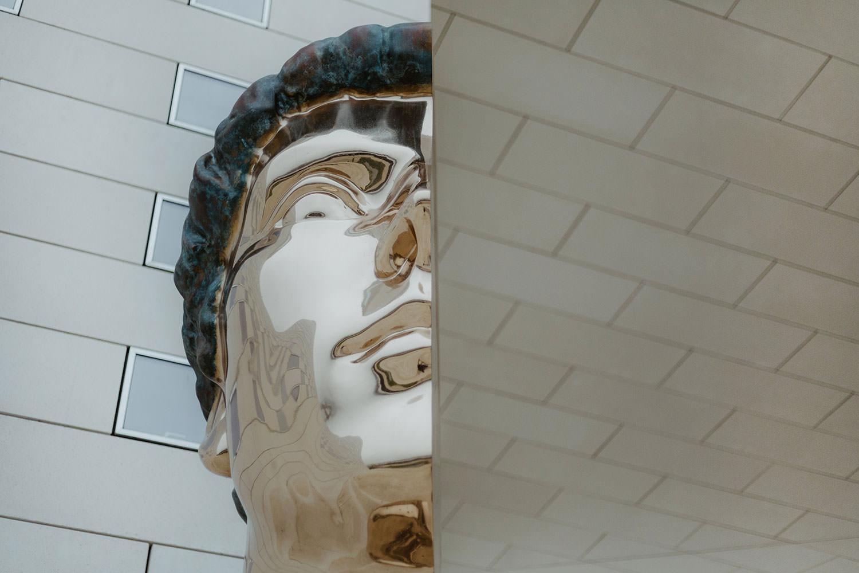 sculpture un détail de benoit Maire
