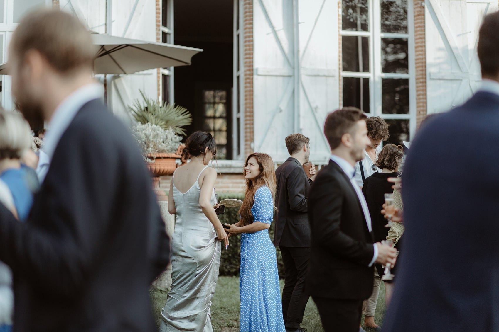 Image prise sur le vif lors d'un cocktail de mariage au Chateau de Lavalade