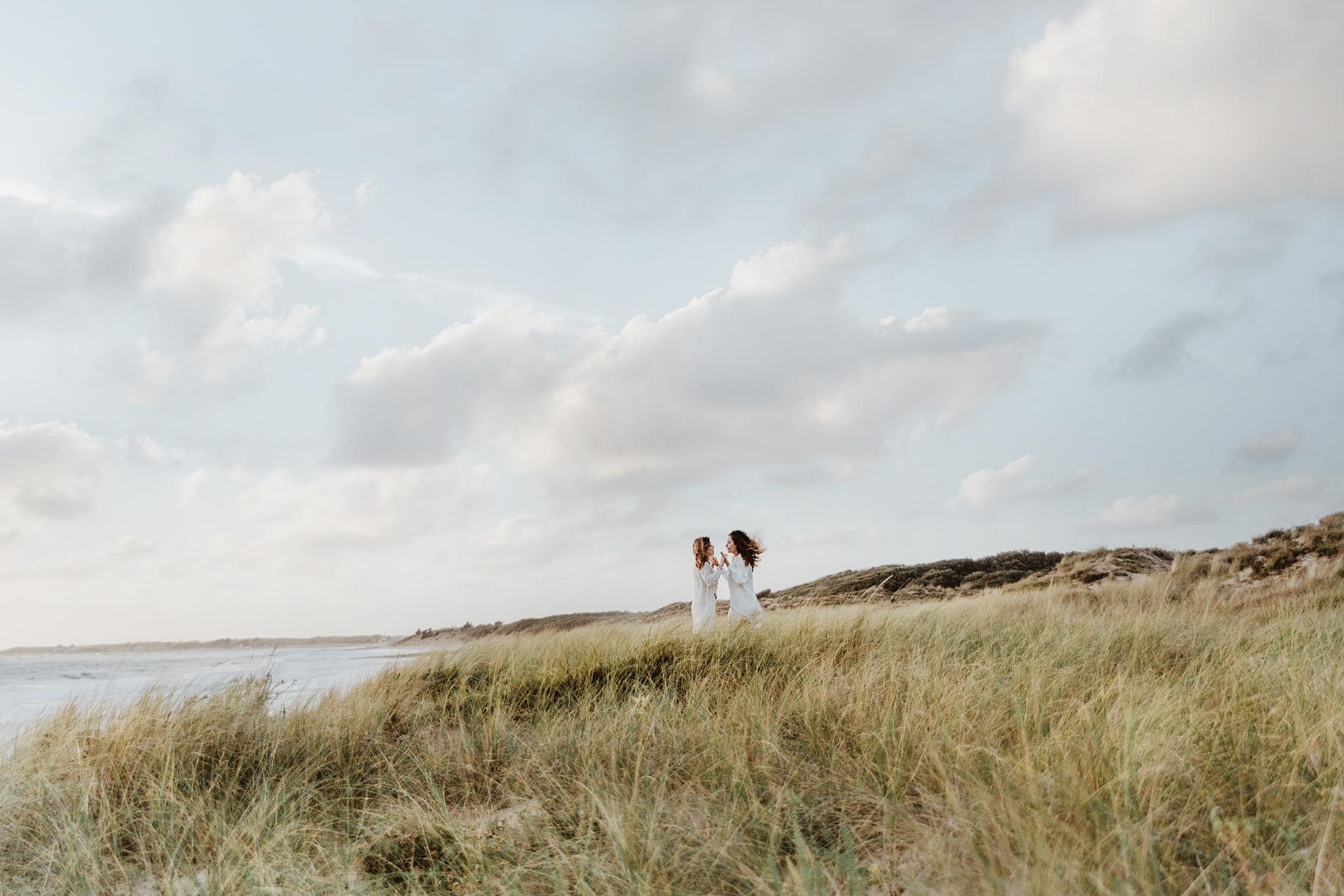 une séance couple en amoureuses sur l'ile d'oléron
